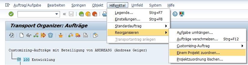 """Anschließend wählt man den Transport aus. Über die Funktion """"Hilfsmittel > Reorganisieren > Einem Projekt zuordnen"""" kann man das gewünschte Projekt angeben. Dabei können logischerweise keine lokalen Änderungsaufträge reorganisiert werden."""
